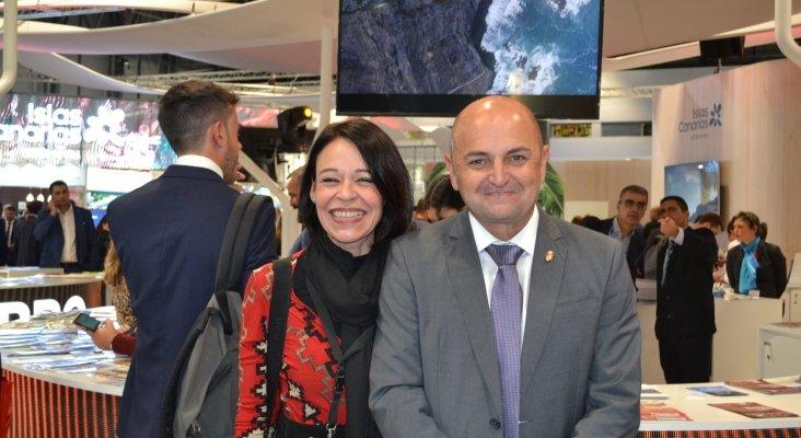 Ruth González y Carlos Álamo, consejero de Turismo de Gran Canaria