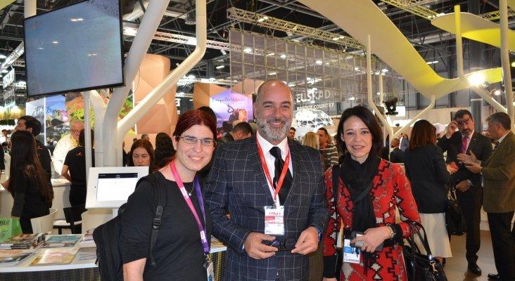 Amor Alonso, Moisés Jorge, director gerente de Turismo de Fuerteventura, y Ruth González