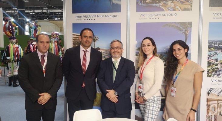Fernando Benítez, director del VIK Hotel San Antonio, Ignacio Moll y equipo comercial de VIK Hotels