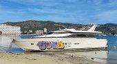 El yate varado en una playa de Mallorca, desde hace casi un año, será retirado | Foto: Última Hora