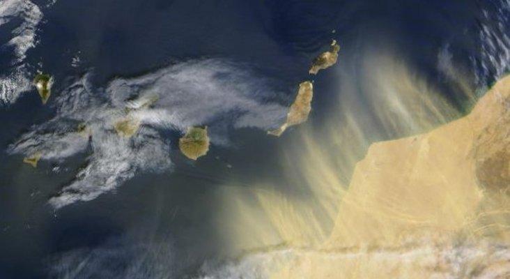 Fin de semana apocalíptico en Canarias: calima, plagas, viento y fuego