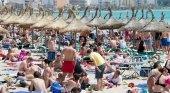 Turistas disfrutando de sus vacaciones en Mallorca