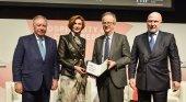 El copresidente del Grupo Barceló, Premio a la Trayectoria Empresarial | Foto: Isabel María Olivares, Secretaria de Estado de Turismo, y Simón Pedro Barceló, copresidente del Grupo Barceló (centro)