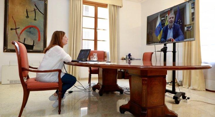 Piden que los aeropuertos y puertos de Baleares y Canarias sean los últimos en abrir   Foto: Francina Armengol, presidenta de Baleares, en videoconferencia con Ángel Víctor Torres, presidente de Canarias