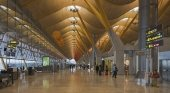 Aena planea reactivar el tráfico aéreo en tres fases   Foto: Aeropuerto Madrid-Barajas Adolfo Suárez -Diego Delso (CC BY-SA 4.0)
