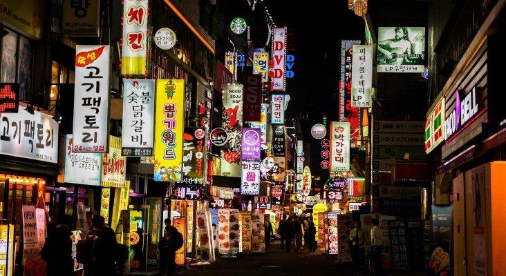 Seúl da un paso atrás en la desescalada: cierra bares, discotecas y clubes