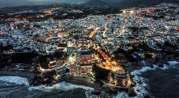 Andalucía renuncia al sello 'COVID-free' por su alto coste: hasta 4.000 euros |Foto: Nerja, Málaga