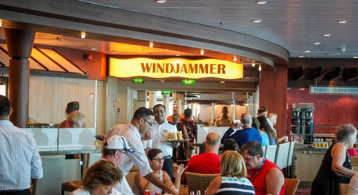 Royal Caribbean, la primera naviera que se plantea eliminar el buffet