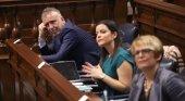 Ángel Víctor Torres, presidente el Gobierno autonómico, y Yaiza Castilla, consejera de Turismo en el Parlamento de Canarias