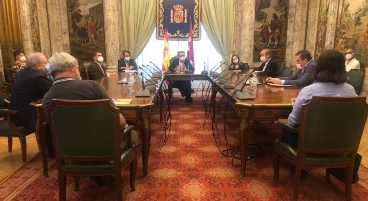 Los hosteleros piden un rescate estatal similar al de Francia, de 18.000 mill.   Foto: Recepción del Delegado de Gobierno en Madrid, José Manuel Franco, a los representantes de HOSTELERÍA MADRID y HOSTELERÍA DE ESPAÑA