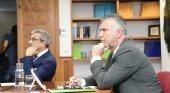 Izqda. a dcha. Román Rodríguez y Ángel Víctor Torres, consejero de Hacienda y presidente de Canarias durante la reunión con Madeira