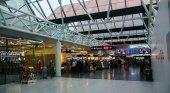 El turista elegirá al llegar a Islandia: test gratis o cuarentena| Foto: Aeropuerto Internacional de Keflavík- Jeff Hitchcock (CC BY 2.0)