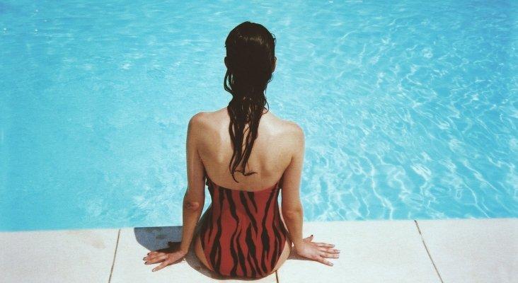 ¿Qué requisitos deben cumplir las piscinas para abrir al público?