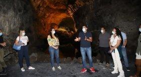 'Insólita-Cueva de los Verdes', un apasionante viaje a las entrañas del tubo volcánico