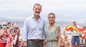 Sus Majestades los Reyes en la Playa de Las Canteras, Las Palmas de Gran Canaria | Foto: Casa de S.M. el Rey