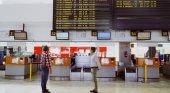 El consejero de Promoción Turística recibe a los primeros vuelos con turistas en Lanzarote