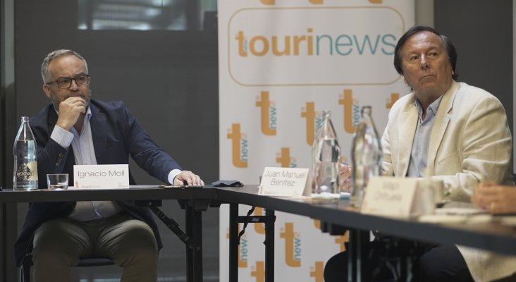 Ignacio Moll, CEO de Tourinews - Juan Manuel Benítez del Rosario, decano de la Facultad de Economía, Empresa y Turismo de la ULPGC