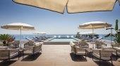 H10 inaugura un emblemático hotel en Tarragona, completamente renovado | Foto: Rooftop Bar Caelum con vistas al mar
