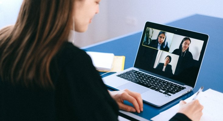 Las videoconferencias online ponen en jaque al turismo MICE | Foto de Anna Shvets en Pexels