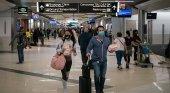 Aprendizajes y desafíos de un sector en reinvención| Foto: Pasajeros en el aeropuerto de Atlanta (EE.UU.) llevando mascarilla