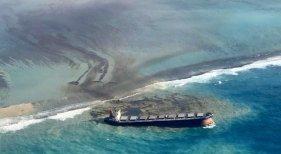 Desastre ecológico en Mauricio: buque encallado vierte toneladas de petróleo
