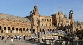 Andalucía lanza un plan de medios para captar las reservas de última hora | Foto: Plaza de España de Sevilla