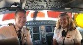 De película: un matrimonio de pilotos se jubila en el mismo vuelo | Foto: flyingfahans vía Instagram