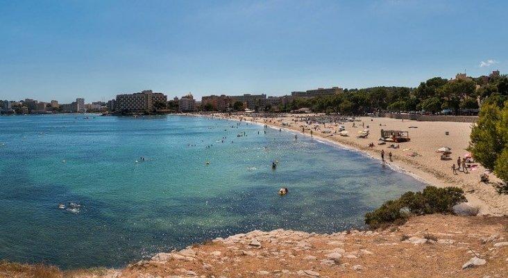 Las reservas de agosto caen en Baleares, pero crecen en Canarias
