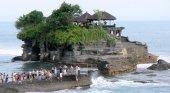 Bali se blinda contra el turismo internacional hasta finales de año   Foto: Templo de Tanah Lot, en Bali