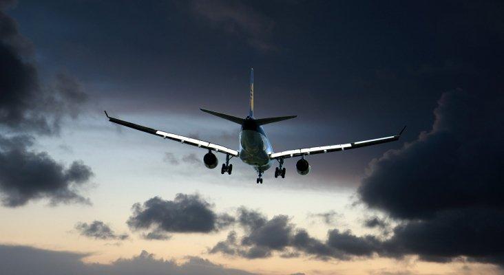 España paraliza la tasa ecológica a los billetes de avión