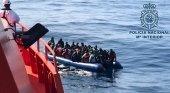 Canarias acude a los hoteleros para solucionar los problemas de alojamiento de inmigrantes | Foto: Policía Nacional Mº Interior vía Canarias Noticias