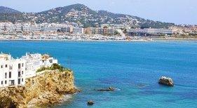 Airbnb y Booking comienzan a ofrecer alquiler de larga estancia en Ibiza y Formentera