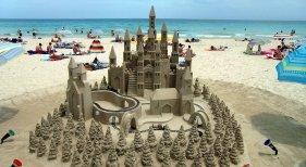 Dudas en Reino Unido con el modelo de corredores turísticos propuesto por España   Foto: Cala Millor, Mallorca