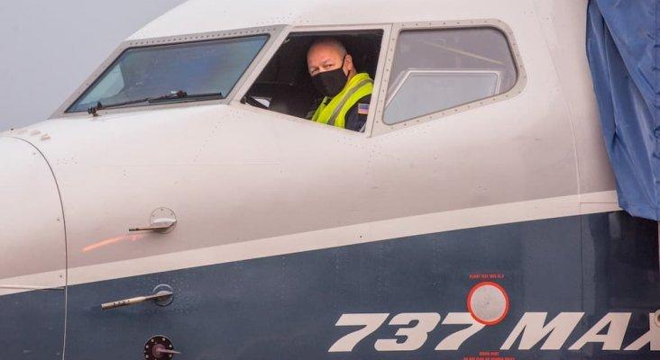El director de la Autoridad de Aviación de EE.UU., a los mandos del Boeing 737 MAX|Foto: FAA