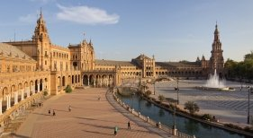 """Los fondos de inversión, en busca de """"gangas"""" entre los hoteles de Sevilla   Foto: Carlos Delgado (CC-BY-SA-4.0)"""