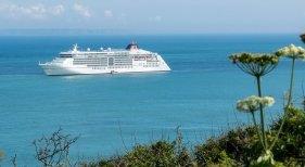 Canarias autoriza a operar entre islas a los cruceros Mein Schiff II de TUI y el Europa II de Hapag-Lloyd   Monster4711