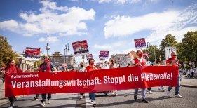 Manifestación del movimiento #AlarmstufeRot (Alerta Roja)   Schaper Kommunikation vía Twitter
