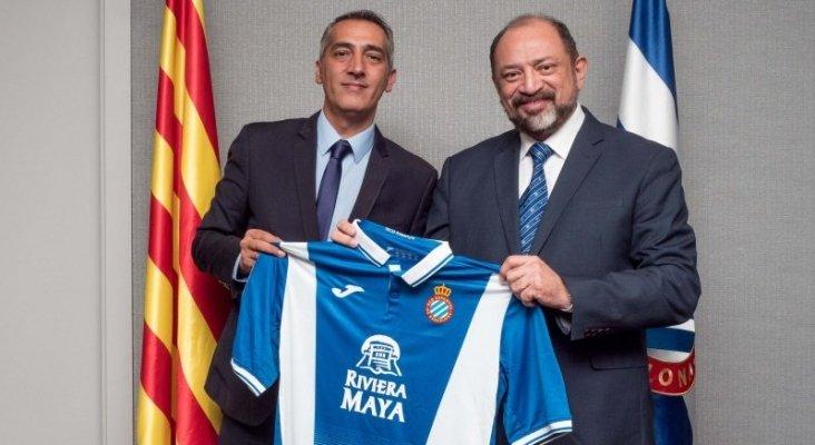Imagen de la camiseta del RCD Espanyol con el logo de Riviera Maya en 2018
