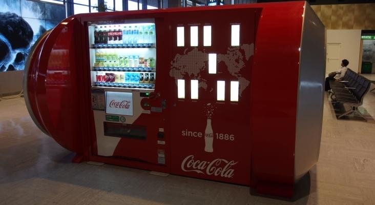 Investigado un empleado del Aeropuerto de Barcelona por publicar tutoriales para robar en las máquinas de vending | Guilhem Vellut (CC BY 2.0)