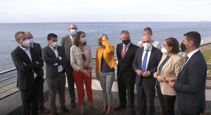 """Reyes Maroto """"disipa dudas"""" en el sector turístico de Gran Canaria"""