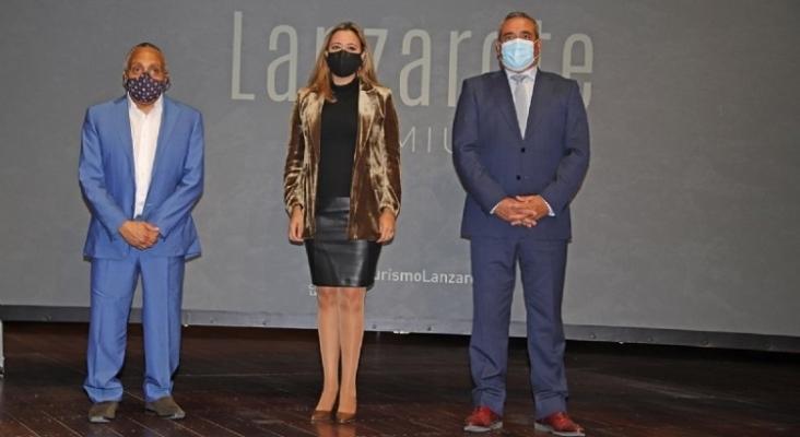 José Martínez, Grupo Martínez; Dolores Corujo, presidenta del Cabildo de Lanzarote; y  Ángel Vázquez, consejero de Promoción Turística