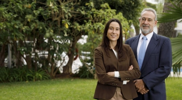 Luis Riu, dueño de la cadena RIU Hotels, con su hija Naomi Riu