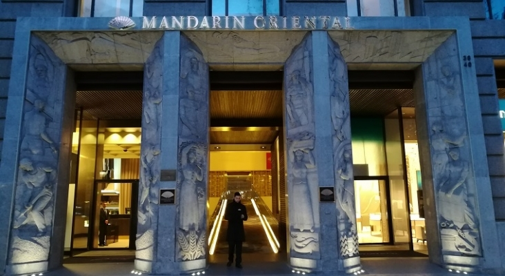 El nuevo director del Mandarin Oriental Barcelona deberá reflotar un hotel con una deuda de 400 mill | Foto: Enric (CC BY-SA 4.0)
