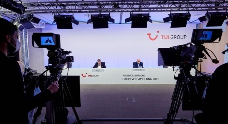 Fritz Joussen y Dieter Zetsche durante la Junta General