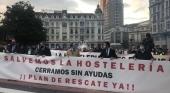Los hosteleros toman la calle contra las nuevas restricciones impuestas por Asturias | Foto: La Voz de Asturias
