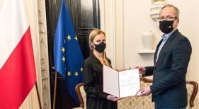 Polonia aceptará 'certificados de vacunación' de viajeros de Eslovaquia y República Checa  En la imagen, Adam Niedzielski, ministro de Sanidad polaco, y Anna Goławska, secretaria de Estado de Sanidad polaca [Ministerio de Sa