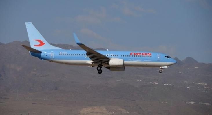 Avión de Neos.  Foto por Ángel Ortiz Suárez