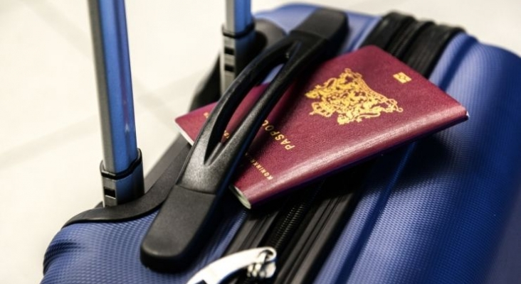 Merkel confirma que el pasaporte de vacunación de la UE llegará en los próximos tres meses