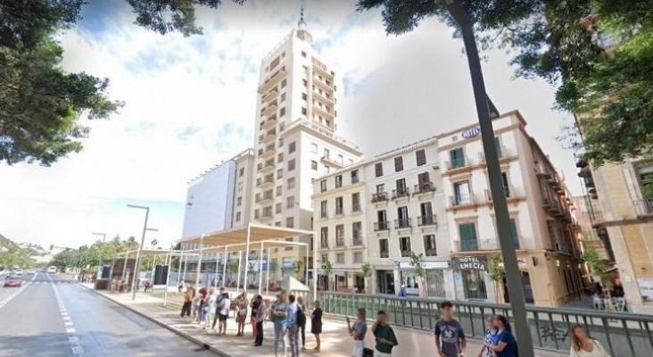 El Covid 19 frena la construcción del hotel en la torre de La Equitativa (Málaga)  Foto Google Maps