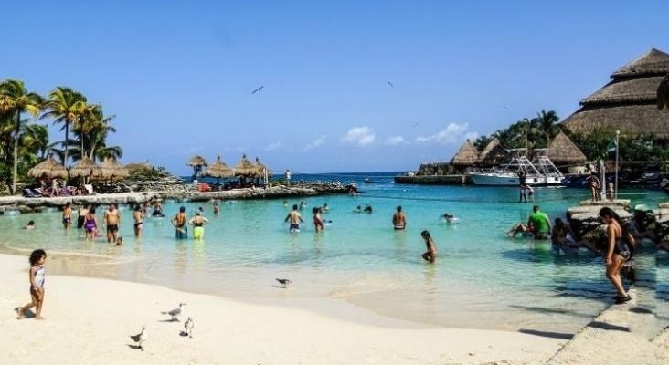 Las playas de Cancún (México) establecen horario de apertura y un aforo máximo del 30%